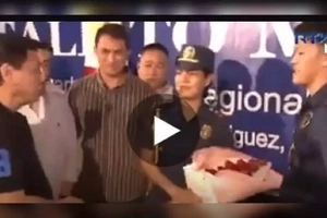 Ang sweet! Charming cop promises forever to his girlfriend in front of President Duterte