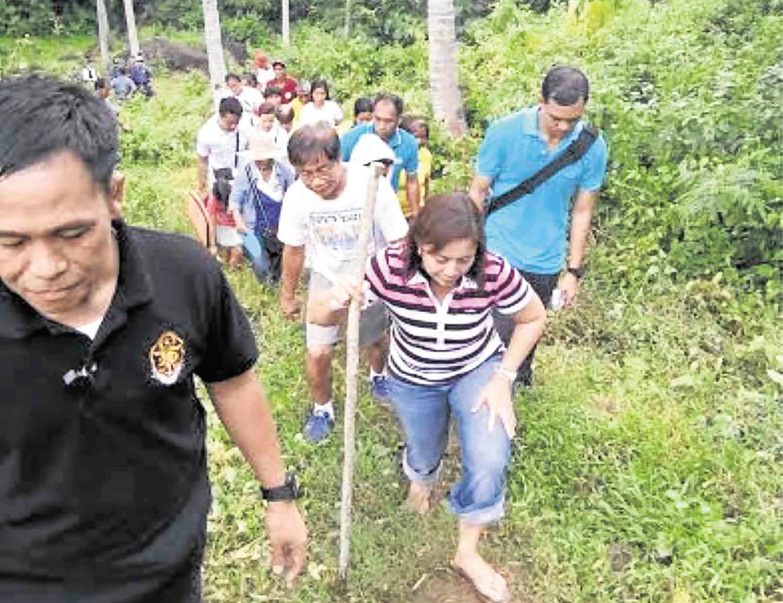VP Leni Robredo hikes to reach out to 'laylayan'