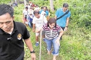 VP Leni Robredo hikes to conduct 'laylayan' meetings