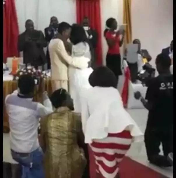 Mwanamume, 27, amshukuru Mungu kwa kuoa mwanamke mwenye umri wa miaka 45-Picha/video