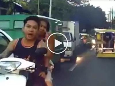 Bastos na nagmo-motorsiklo nagalit ng todo matapos punahin ng drayber ukol sa pag counter-flow