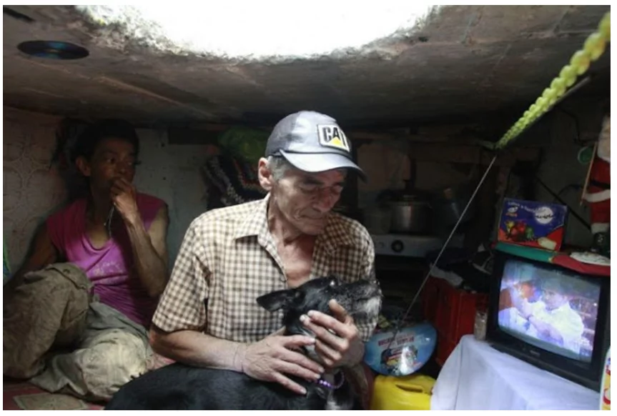 This couple lived inside the sewer for 22 years. Surprisingly, they won't switch it even for luxurious mansion