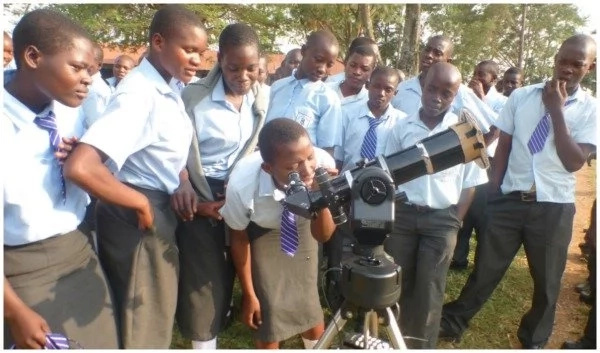 Meet lady who is inspiring Kenyan children to study astronomy with her traveling telescope (photos, video)