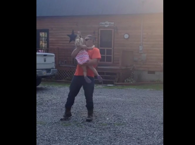 "Cowboy dad twerks to Kesha's ""Timber"" for daughter!"