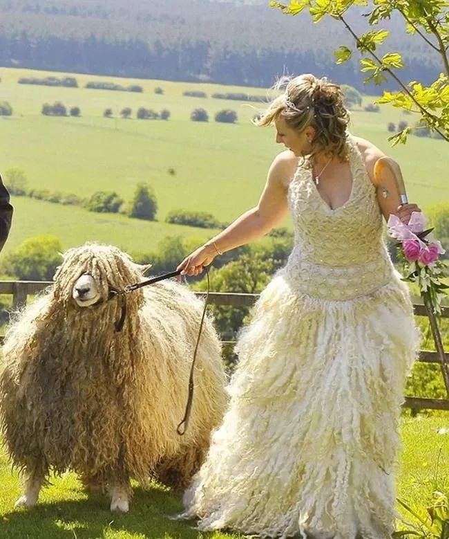 The countryside has truly inspired this wedding dress. Photo: Ranker