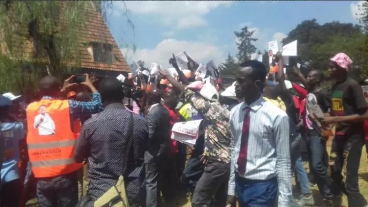 Gunshots at Orange House after Ong'oro supporters