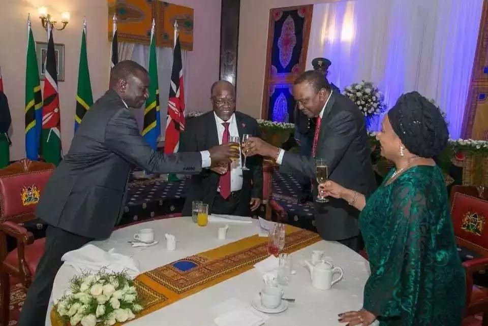 Uhuru achagua kutumia pombe ilhali Ruto na Magufuli waamua kutumia maji ya matunda