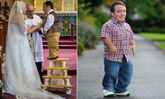 This 1 meter pantomime dwarf was elected Britain's shortest politician (photos)