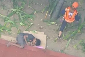 Filipino cruel reality in one photo. You can't simply ignore this post...