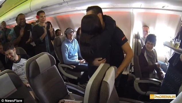Heartwarming! Man surprises his girlfriend of 20 years with marriage proposal while on flight to Fiji