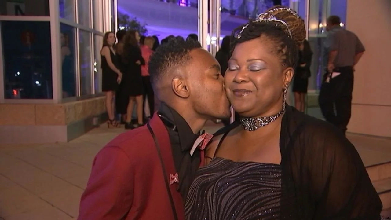 Thoughtful son takes his mother to prom for this heartwarming reason