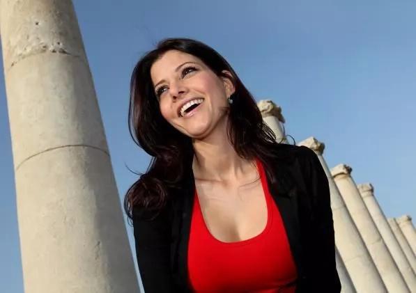 Understanding the beauty-queen politician