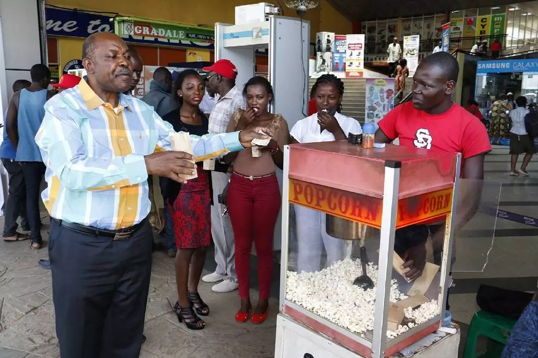 Kisumu governor surprises shoppers with free popcorn