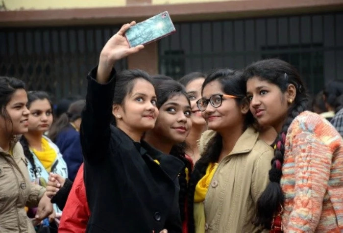 Attendance-with-selfie! Teachers make photos with students to mark their attendance