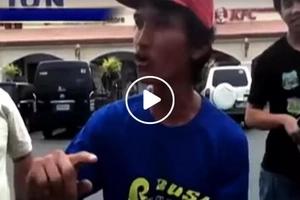 Banana Cue vendor shocks netizens with impressive English speaking skills