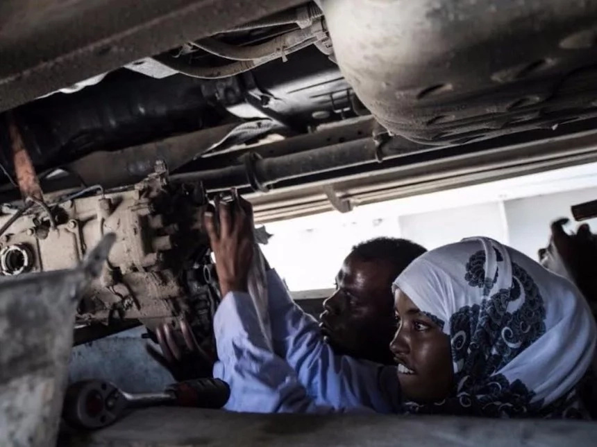 What boys can do girls can do! Meet 18-year-old girl who became Somalia's first female mechanic