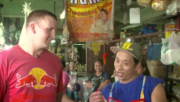 White dude tries out local delicacy balut and here's what he had to say about it