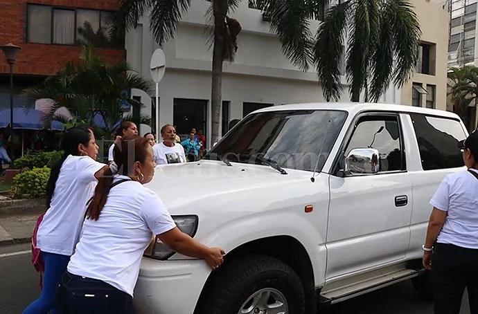 Conductor casi atropella a madres de niños con cáncer