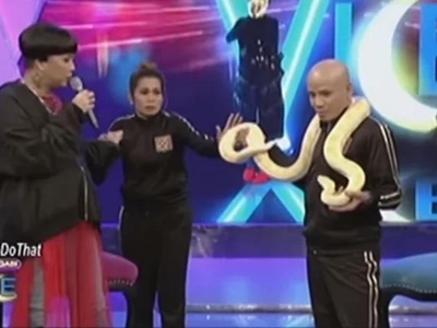 Terrified Pokwang faces her fear after being asked to hold enormous snake in Gandang Gabi Vice