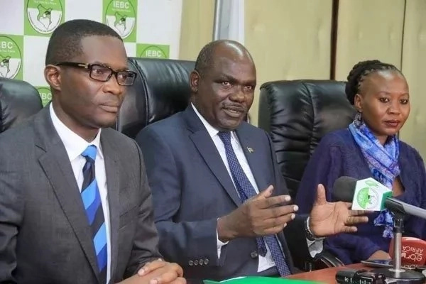 IEBC officials fly to Naivasha to mend broken relations