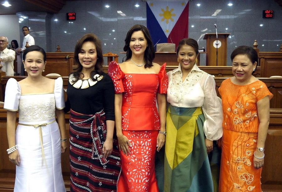Dress simply, SONA is not the red carpet