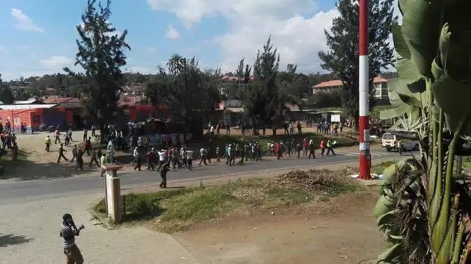 Youth storm Raila's Nakuru address, police use lethal force