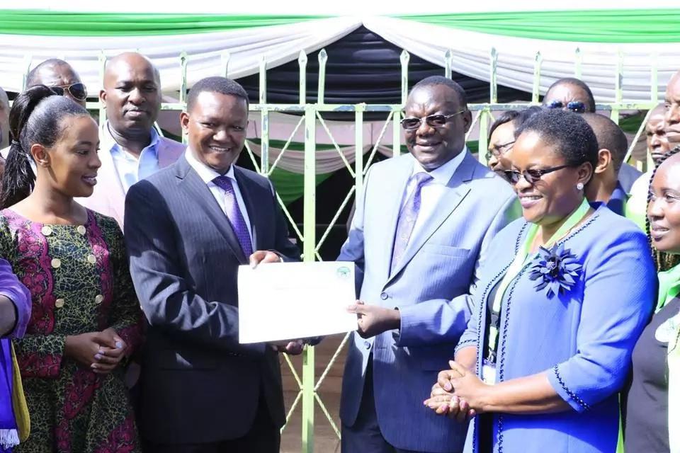 Gavana Alfred Mutua amtaja MGOMBEA MWENZA baada ya kuruhusiwa na IEBC (Picha, video)
