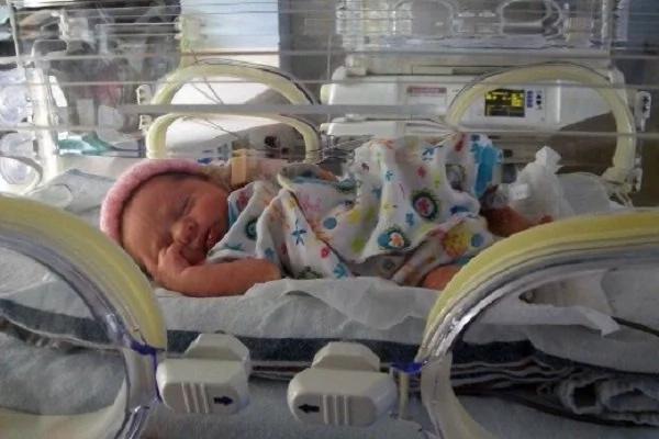 Sus padres y doctores estaban listos para darse por vencidos...pero su hermano quería cantarle una canción ¡Wow!