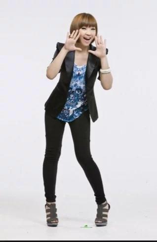 2NE1 Member Gong Minzy Leaves Group