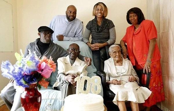 Ellos tienen 213 años juntos - El esposo tiene 108, y la esposa 105 ¡Y celebraron 82 años de matrimonio!