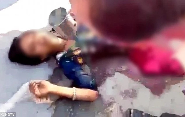 Boy, 17, bleeds to death while onlookers FILM him on their phones (photos)