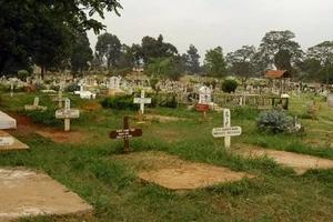 Maajabu! Mwanamume apatikana makaburini mchana akifanya tendo la ajabu (PICHA)