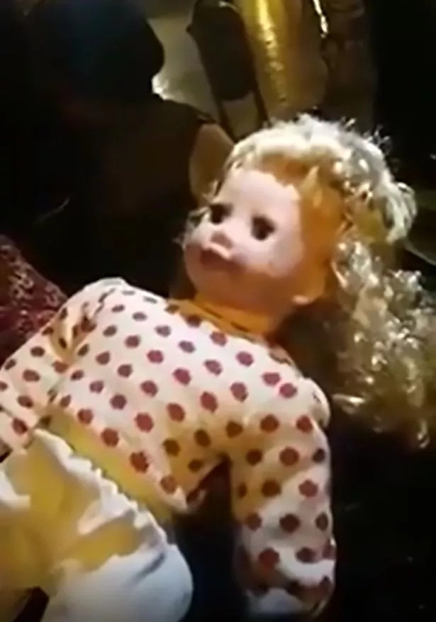 Locals found a creepy doll that can move and talk. When they looked at its back, It has no batteries!