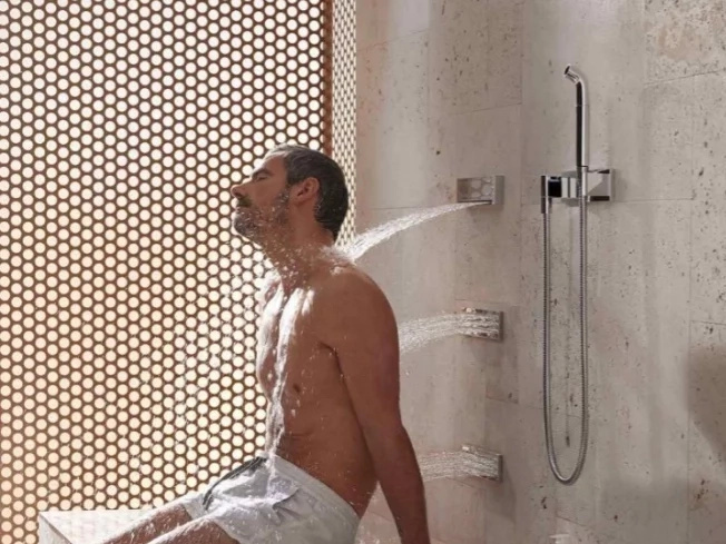 12 shower habits that do more harm than good