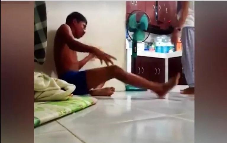 Hilarious Pinoy pretended to have been electrified...nakakaloka yung naging reaksyon nung bata!