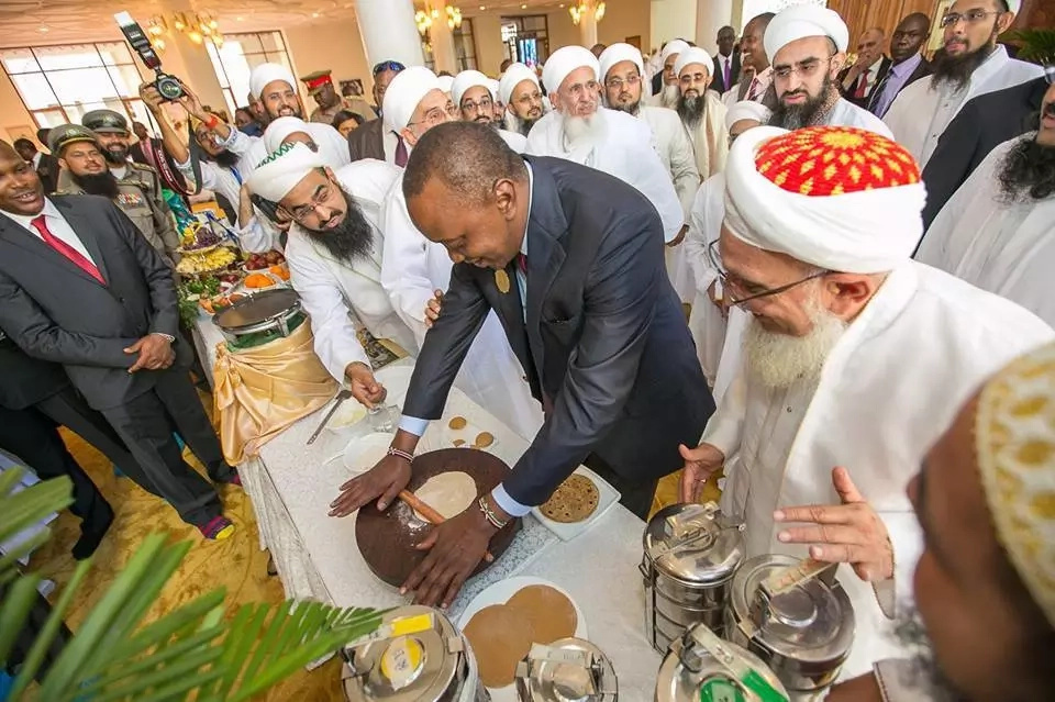 Photos of Uhuru Kenyatt making chapati's take over the internet