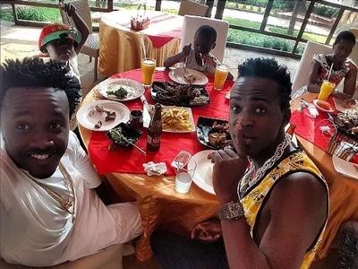 Waimbaji Bahati na Willy Paul WAANIKA wapenzi wao hadharani (picha)