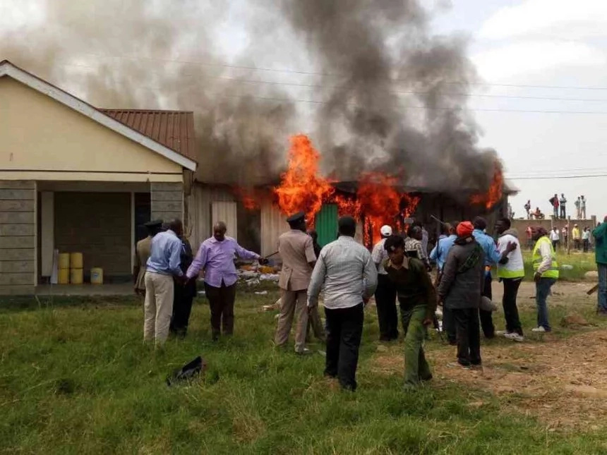 Mob burns down AP camp where lawyer Kimani was held