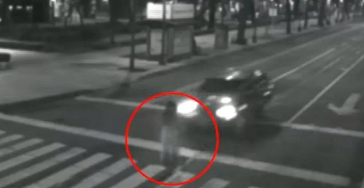 Esta espeluznante presencia del más allá fue captada por las cámaras de seguridad en las calles de Ciudad de México