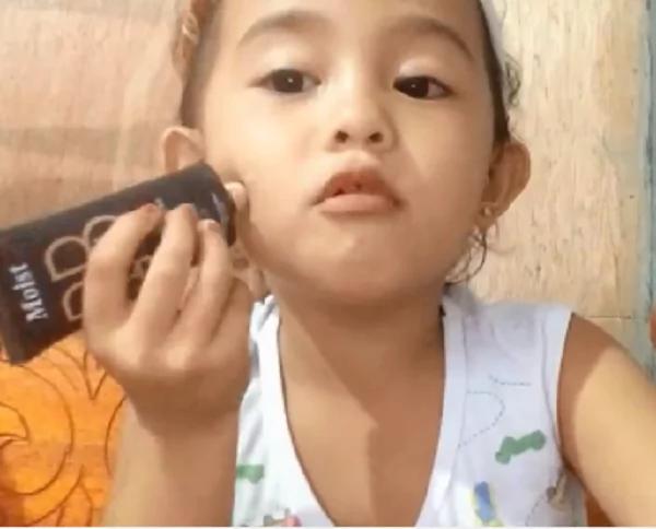Swabe ang pagkakalagay niya ng mascara! 4 year-old Ruzle Nicole's make-up tutorial video reached more than 1 million views