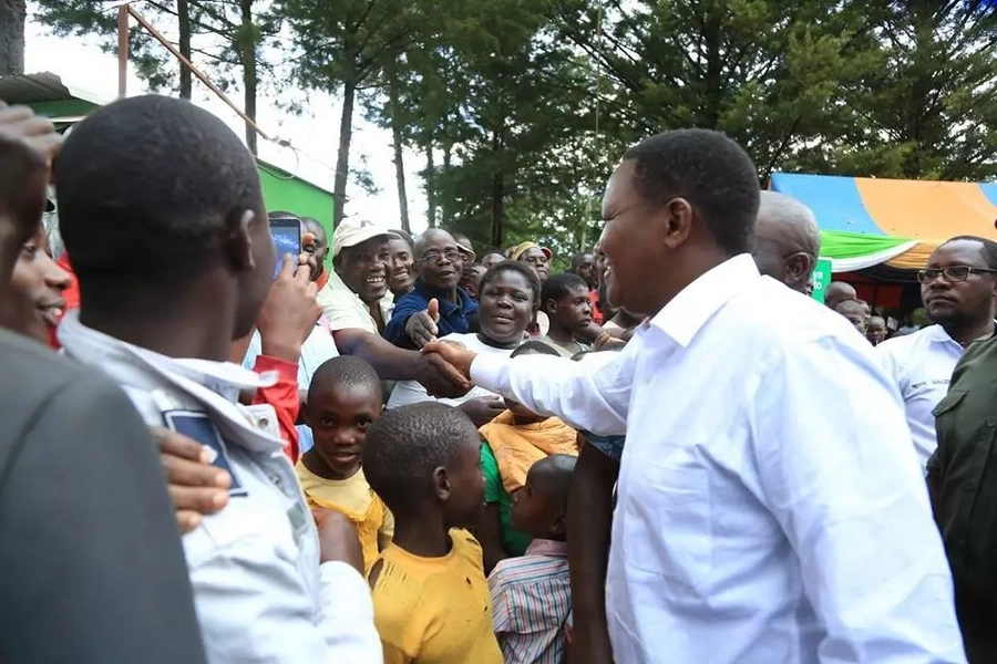 Kenyans take a swipe at Governor Mutua after he was spotted on makeshift podium in Kakamega
