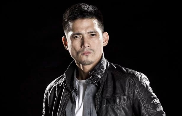 Robin Padilla highlights daddy-time in family swimming pool
