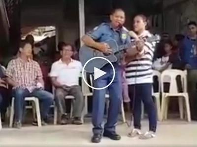 Talentadong pulis na nag-alay ng malupet na kanta para kay Duterte patok sa mga netizens