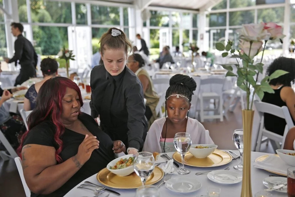 Change of plans! Bride feeds 170 homeless people after her Ksh 3.1 million wedding is called off