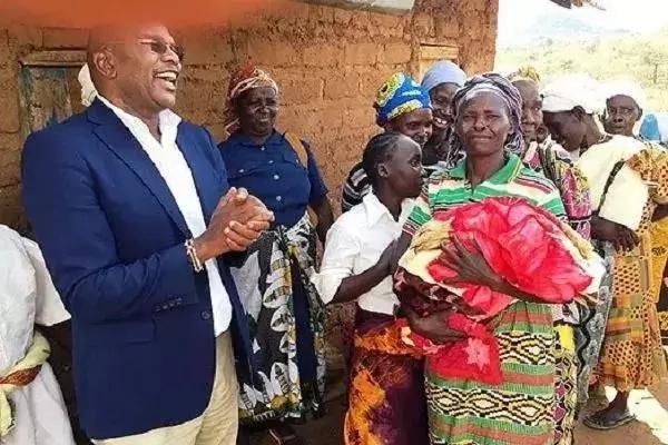 Mwanamke ajifungua akihudhuria mkutano wa kisiasa wa Jubilee!