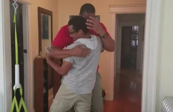Big man cries after seeing his mom for the 1st time in 10 years