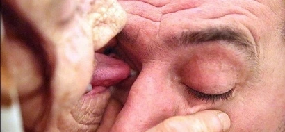 Woman, 80, licks people's eyeballs for 1,100 KSh to heal them with her tongue (photos)