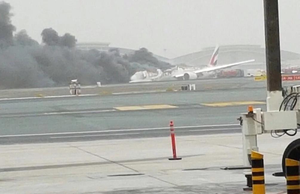 Avión de Emirates Airlines, ¡explotó tras el aterrizaje!