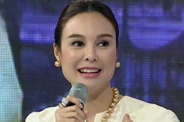 Mas alam pa niya kung paano! Gretchen Barretto shows her household helpers how to properly wash the dishes