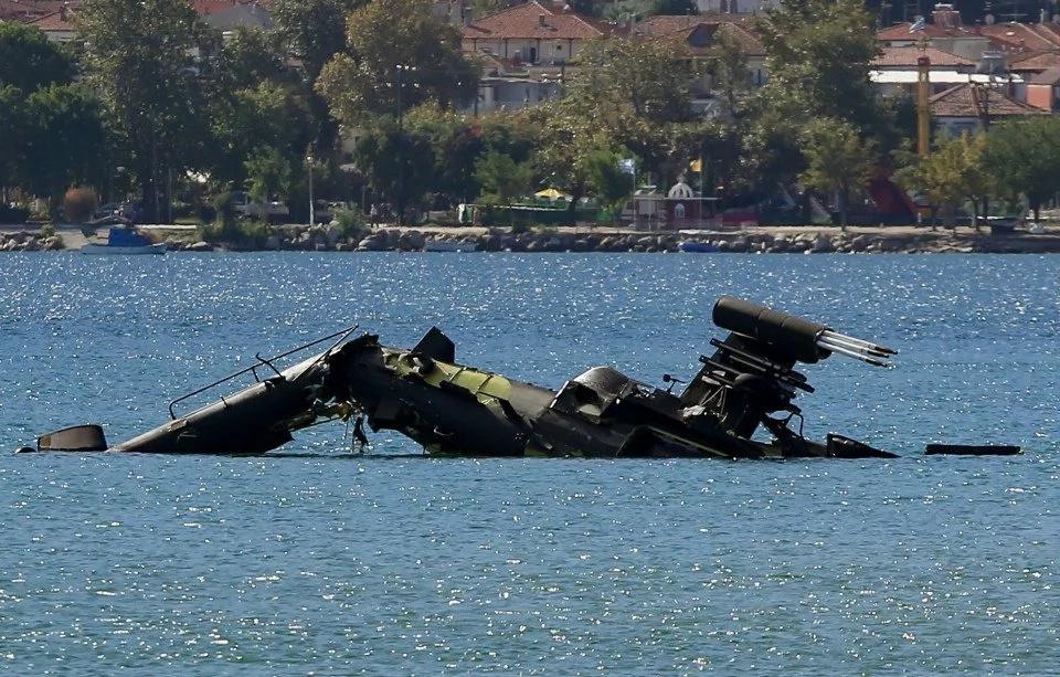 Pilotos salen con vida de dramático accidente